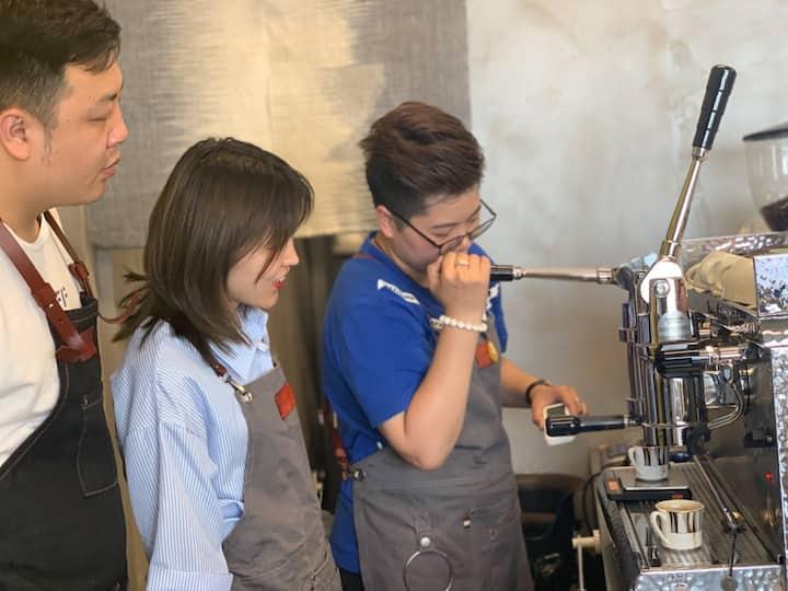 咖啡机操作示范