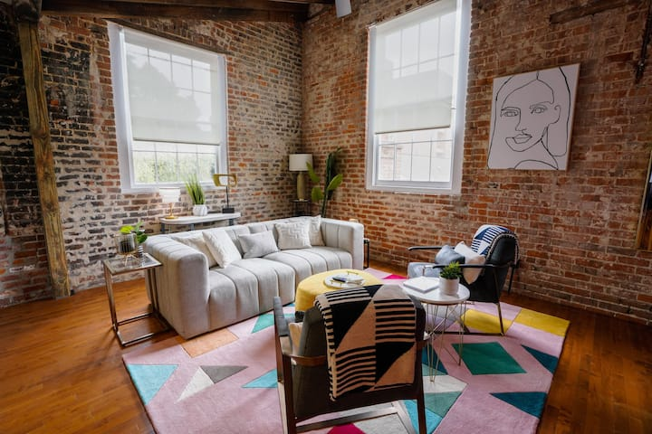 Synagogue: NOLA's Hottest Vacation & Art House!