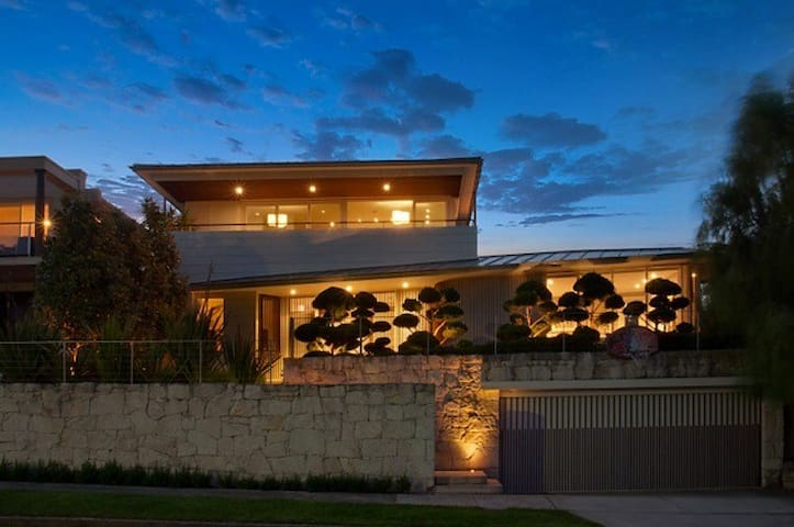 Italian Designed Balmoral Beach Luxury Home BECON - モスマン - 一軒家
