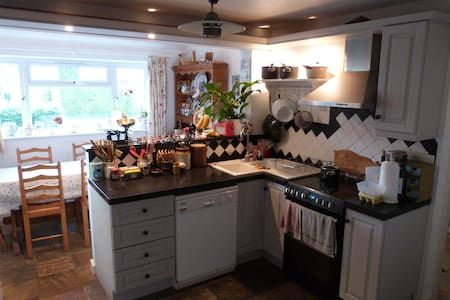 Family-friendly house in centre of Kintbury - Kintbury