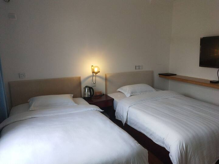 悦兮民宿舒适标准双床房临清门城墙边近主街