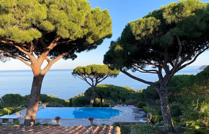 Exceptional view with direct access to the sea