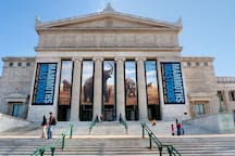 It's 2.5 miles or 10 minutes away to The Field Museum!