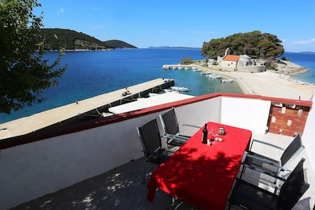 Apartment for 5 persons with great sea view