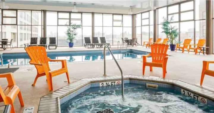 Eclectic Studio Loft,Center City, Pool,Gym&Parking