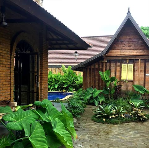 Berawa Beach Bali Joglos (Queen Room)