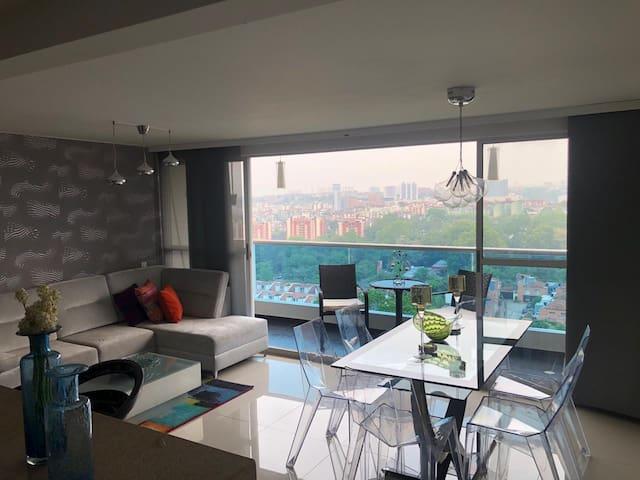 Lujoso apartamento en excelente zona residencial