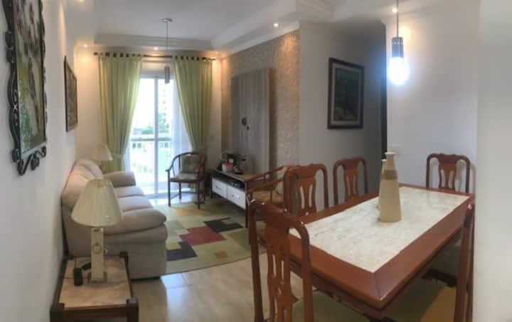 Apartamento tranquilo, espaçoso, perto Alphaville