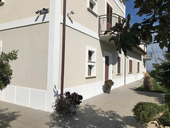 Appartamenti in villa a Corigliano Calabro