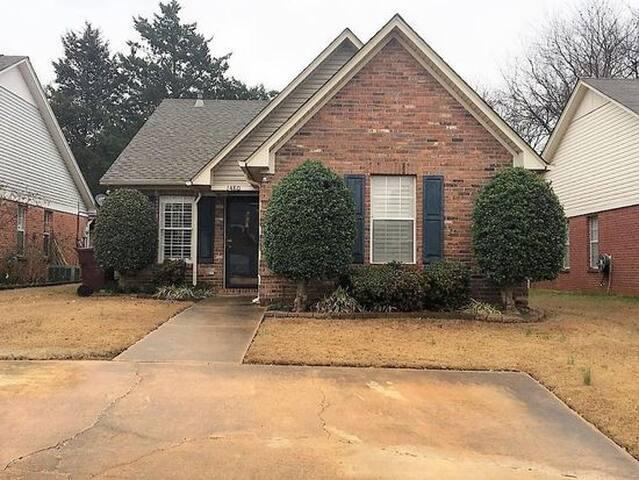 Convenient Tupelo getaway home - Tupelo - Huis