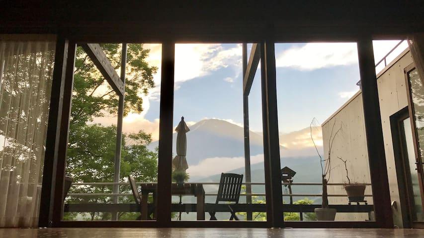 「一土屋」推开窗,便是富士山