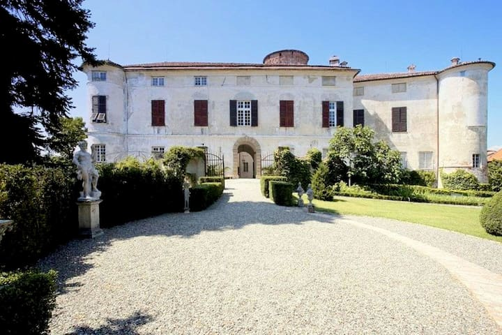 Charming castle apartment with high-quality furnishings, in Piemonte