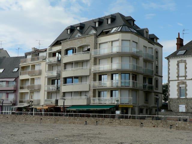 Studio vue Belle Ile sur plage . - Quiberon
