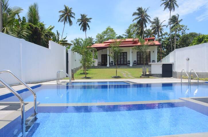 SithiVilla 1 - Amazing 3 BR Private Villa - Hikkaduwa