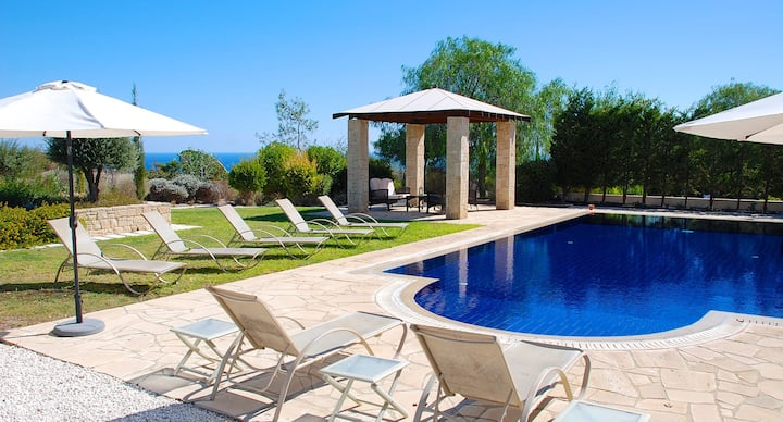 Spacious villa with private pool and amazing views