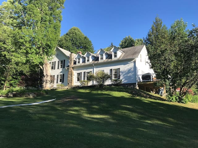 Perfect Country Retreat-Near VT Skiing-Sleeps 10