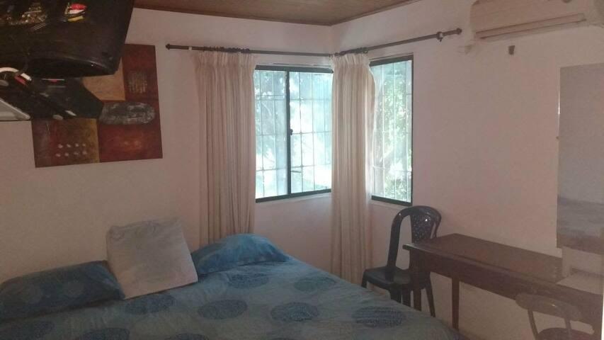 Alquilo habitación Amoblada en zona residencial