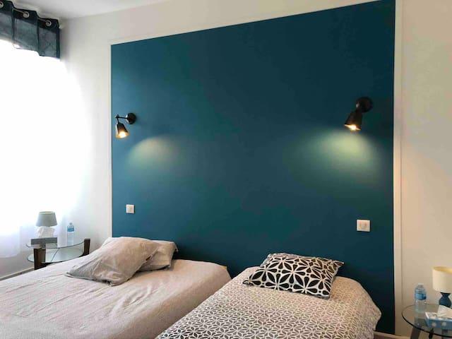Chambre bleue avec petit déjeuner «Le 42»