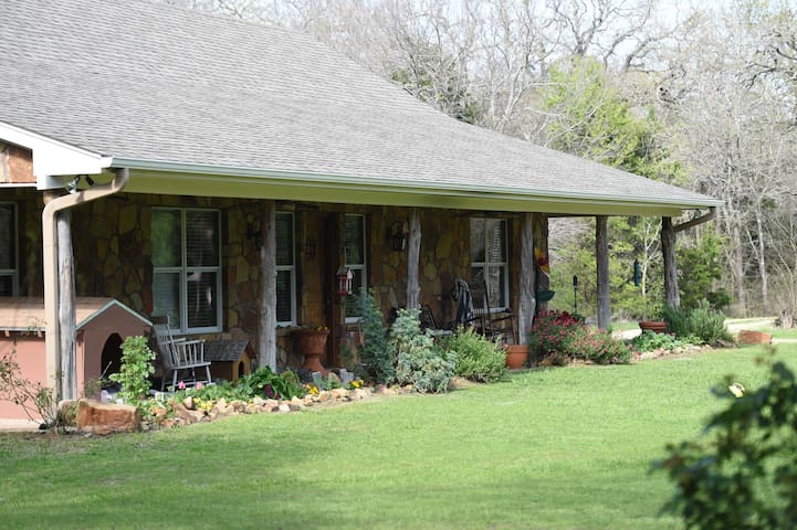 Green Acres - 6 acres 15 minutes from everywhere! - Waco - House