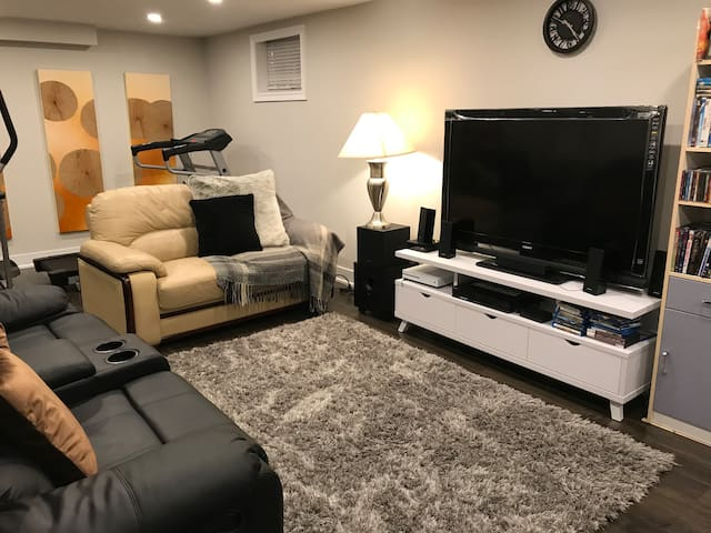 Relax in living area, watching your favorite series in Netflix, playing Xbox, watching a DVD, there is a wide selection of games, movies and table games.