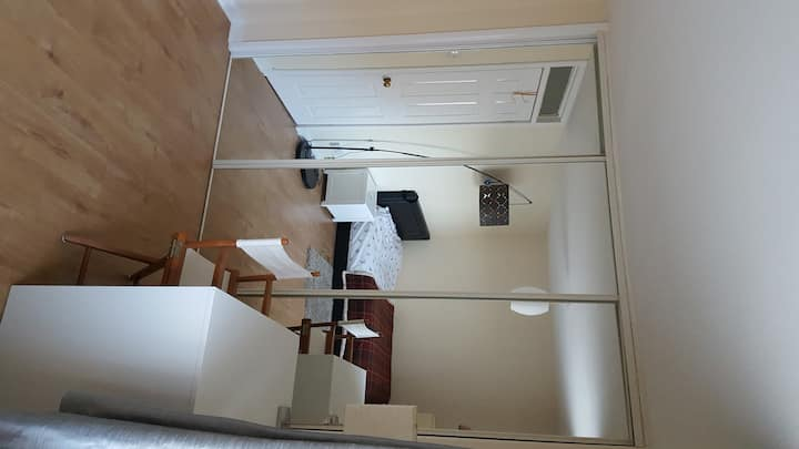 Double bedroom,15 minutes to centre by bus EC113
