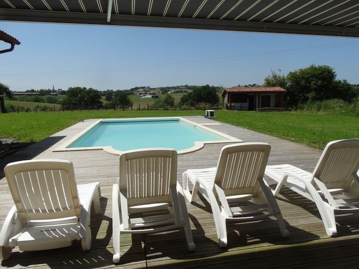 Gîte 2 personnes avec piscine chauffée et partagée