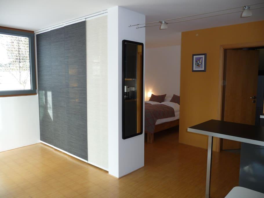 Eingangsbereich mit Blick zur Schlafnische