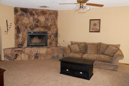 Bullhead City/Laughlin, walking distance to river - Huis