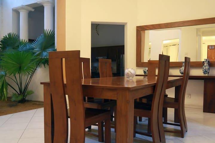 Luxury Residence in Colombo - Sri Jayawardenepura Kotte - Bed & Breakfast