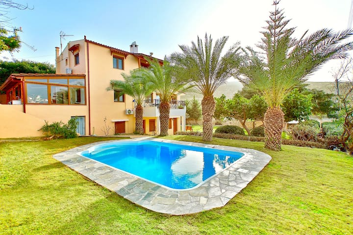 Villa Karteros with private swimming pool