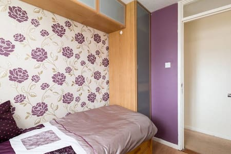 3. Comfortable room commutable to NEC - West Bromwich