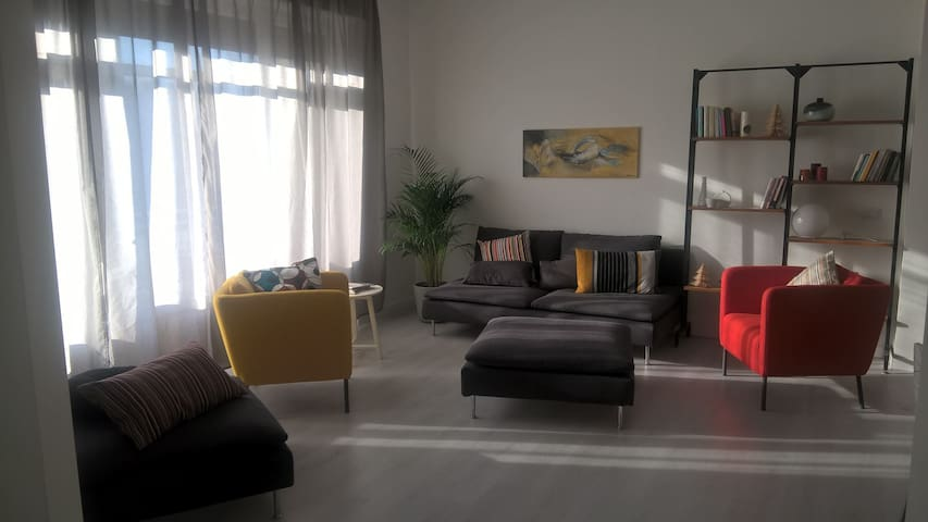 Luminous apartment, near M3, one car free parking. - San Donato Milanese - Appartement