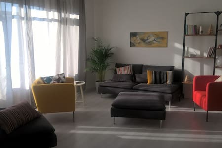 Luminous apartment, near M3, one car free parking. - San Donato Milanese - อพาร์ทเมนท์