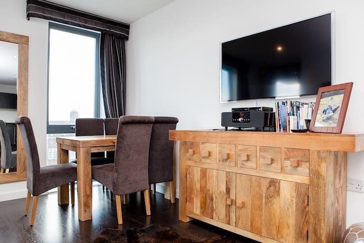 Smart 1 bed close to City and Wharf - Londres - Apartamento