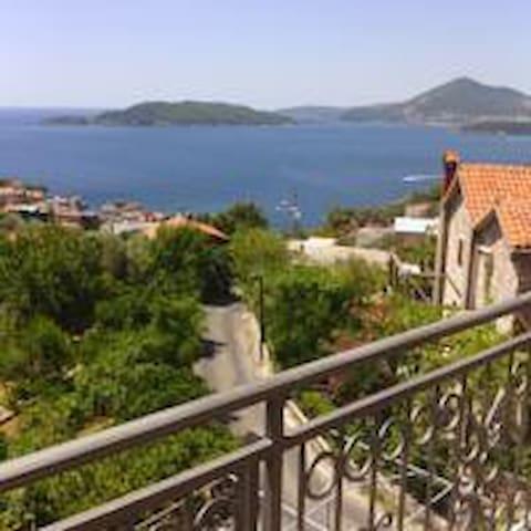 Apartman sa pogledom na more ( 2 +1)