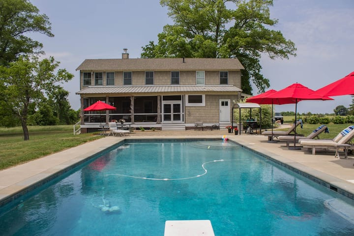 Creek Cottage - Idyllic, Pet-Friendly Waterfront Farm - Pool, Dock, Grilling!