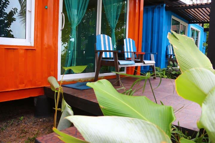 THINK & Retro Cafe Lipa Noi -Beach Cottage [O]