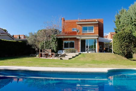 Madrid. Haus with pool and garden.