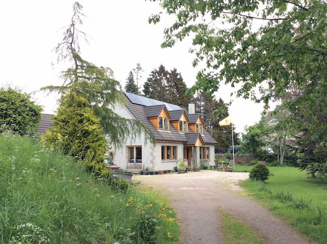 Hearthside, Highland home from home - Grantown-on-Spey - Talo