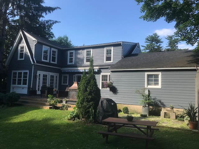 Beautiful Burlington home offers style & comfort!