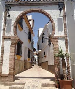 CASA DE MIGUELITO.  CASITA EN EL CENTRO DE COMARES - Comares