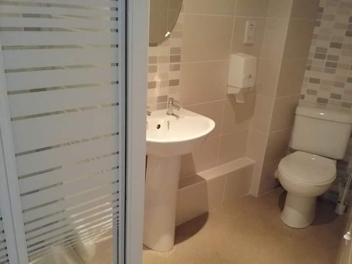 Standard-Twin room-Ensuite with Shower