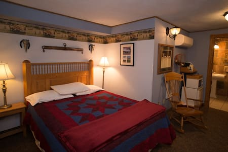 Stone Mill Hotel and Suites - Amish Room