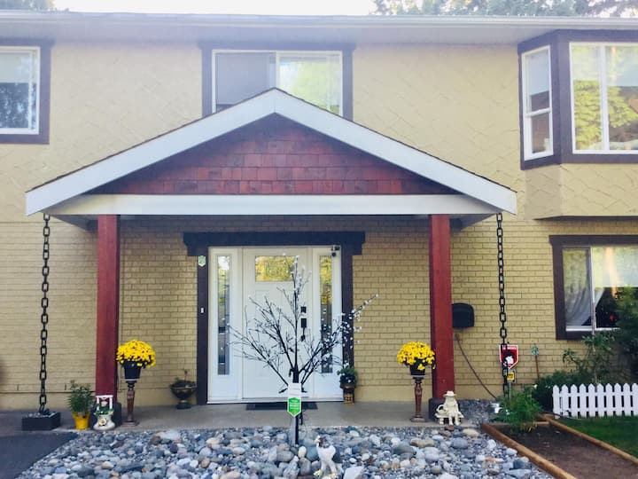 Cute and Quirky 2 Bedroom Suite in South Surrey