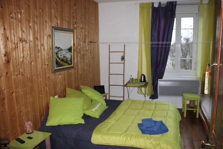 Chambre Nature 2/4 personnes - Dolomieu - House