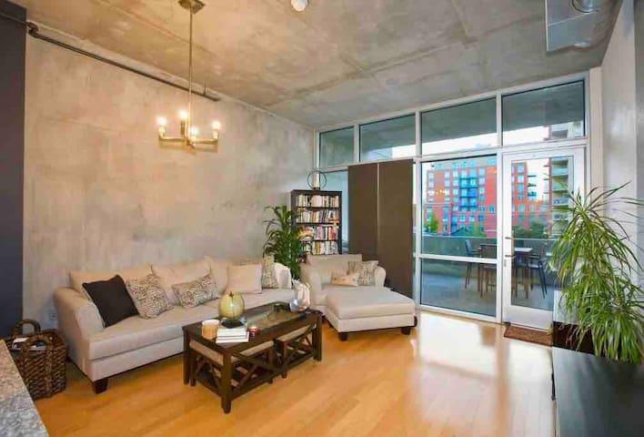 Modern 1bedroom loft apt walk to ConventionCenter