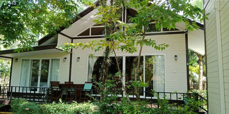 Lakeside Family Beach House 1