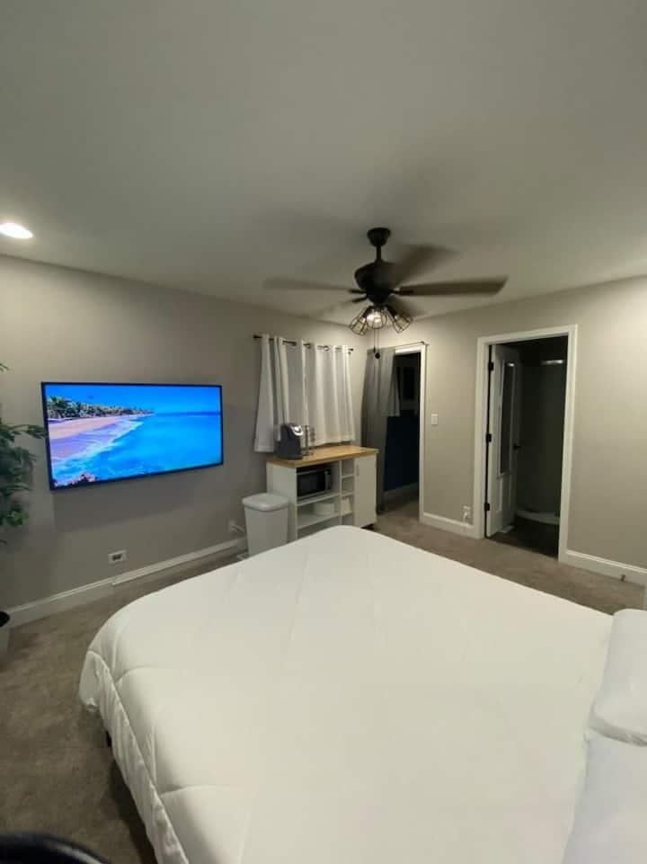 Beautiful Greenwood Guest Suite