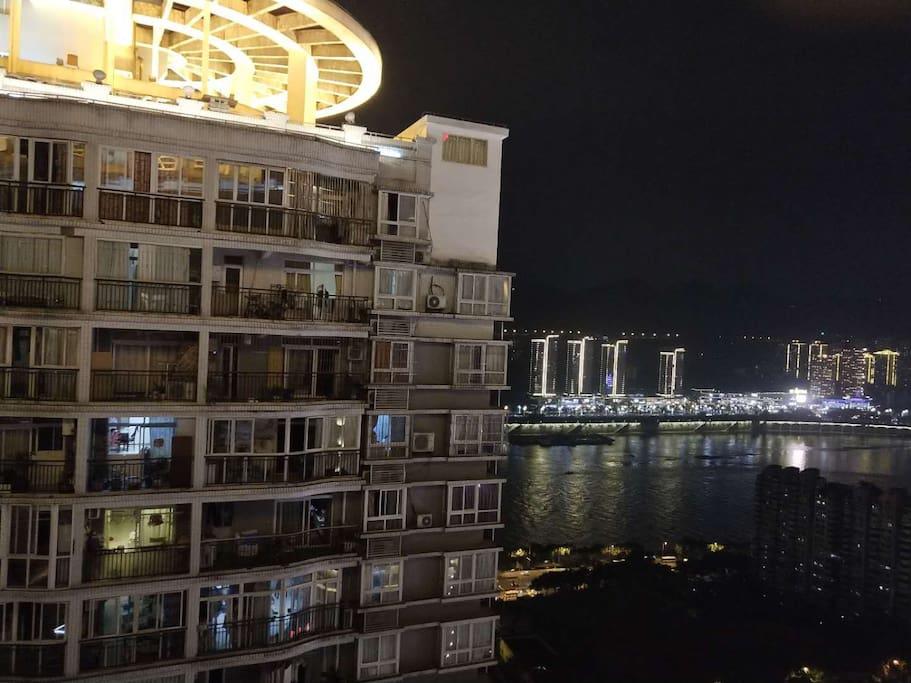 阳台拍摄的夜景