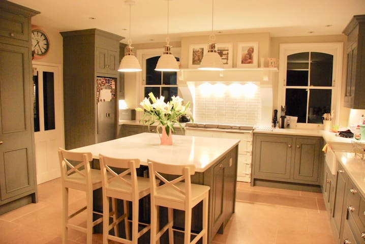 Newly refurb, Stunning Family Home, Test Valley 5*